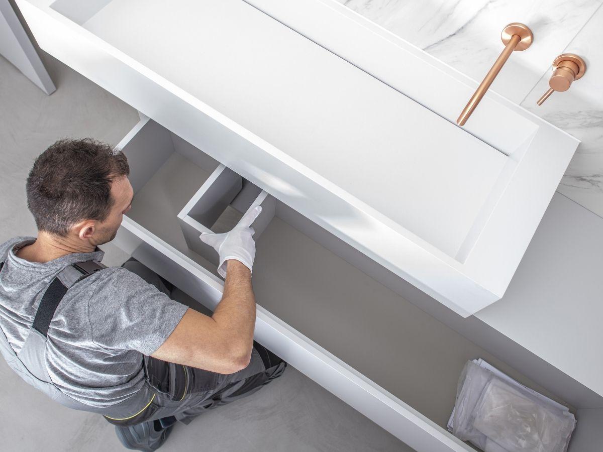 Szafki łazienkowe - czy warto inwestować w meble na wymiar do łazienki?