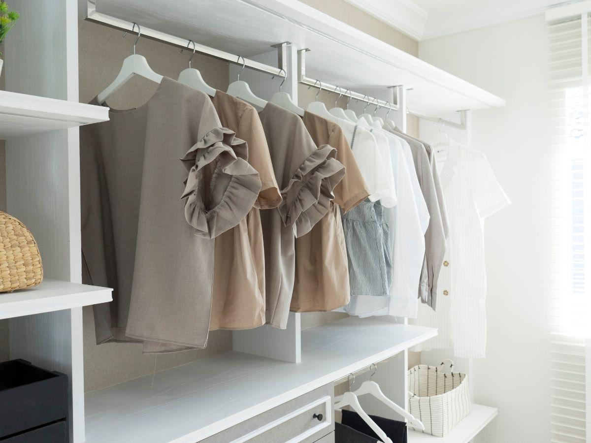 W co wyposażyć małą garderobę?